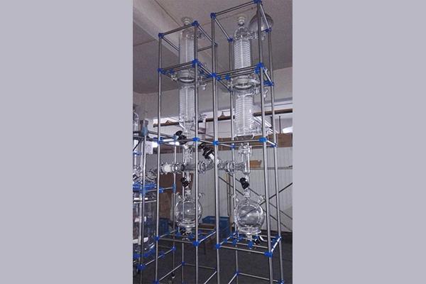 玻璃成套设备对玻璃制品的清洗方法
